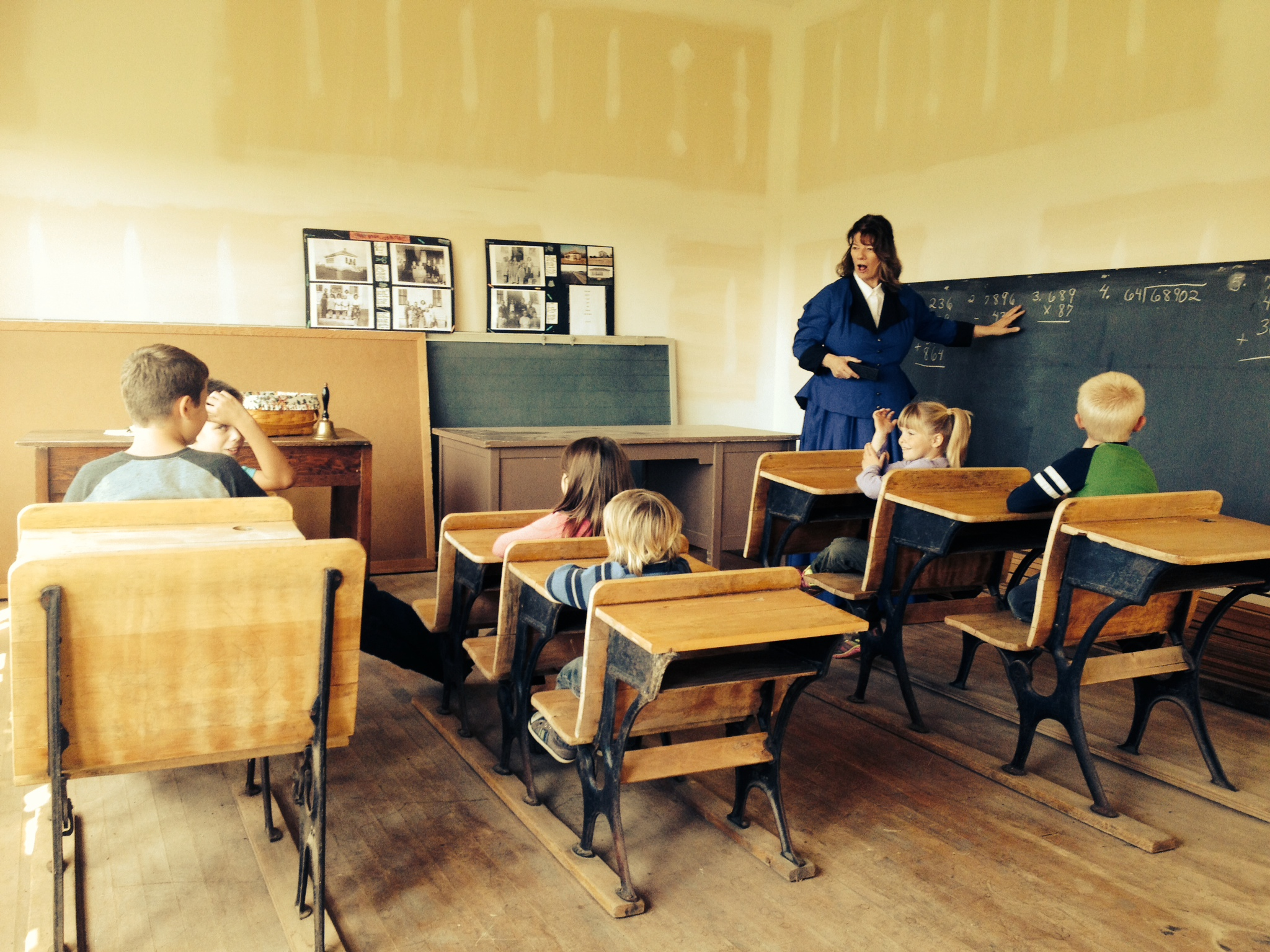 Old school house classroom the image for Best old school house